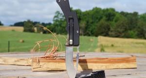 Dajo adventure gear Element Folding knife iN-use